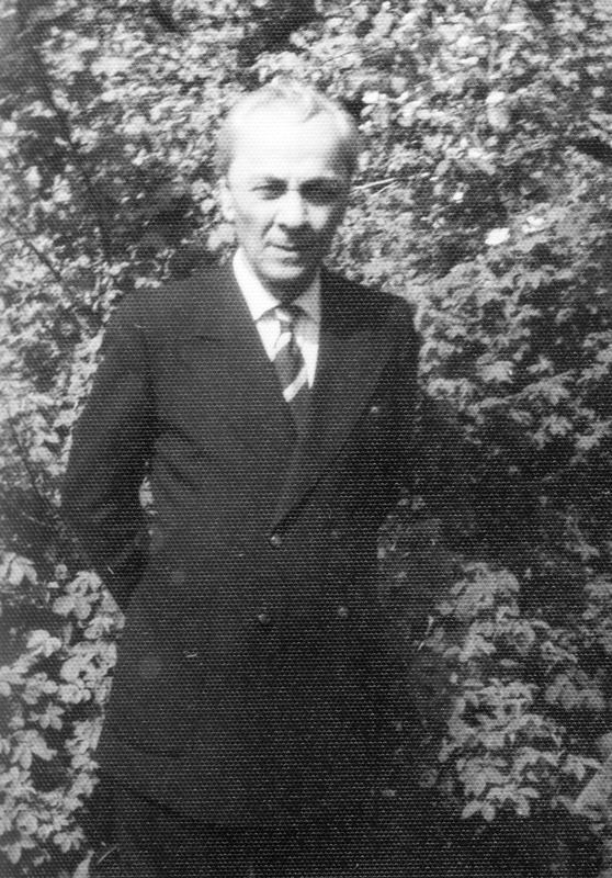 Leon Kalustian în grădina casei părintești