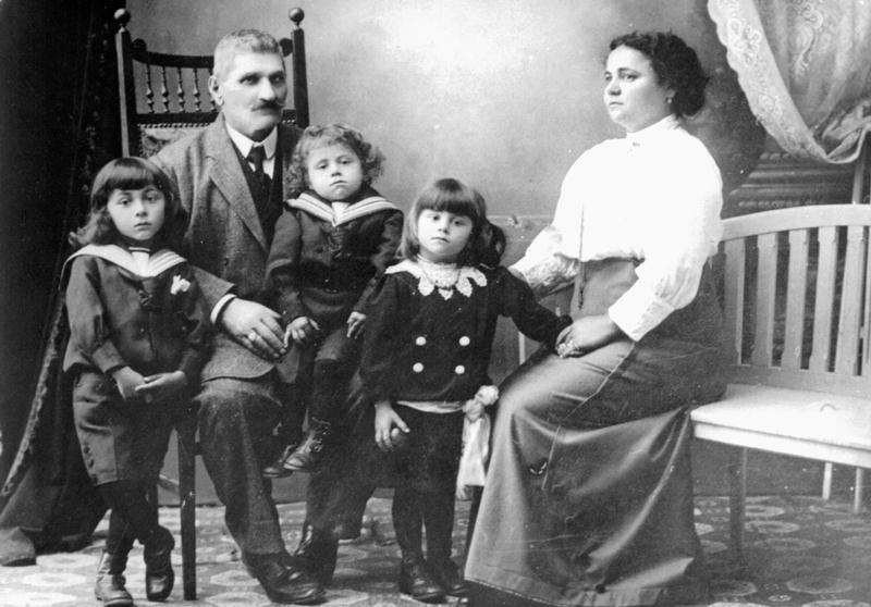 Familia Kalustian