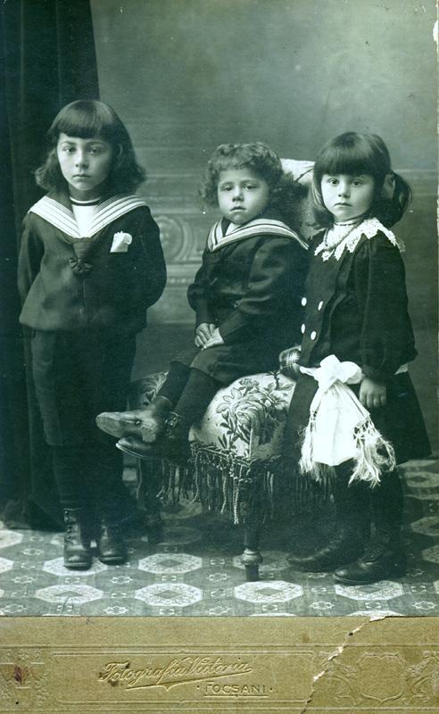 Leon Kalustian și frații săi