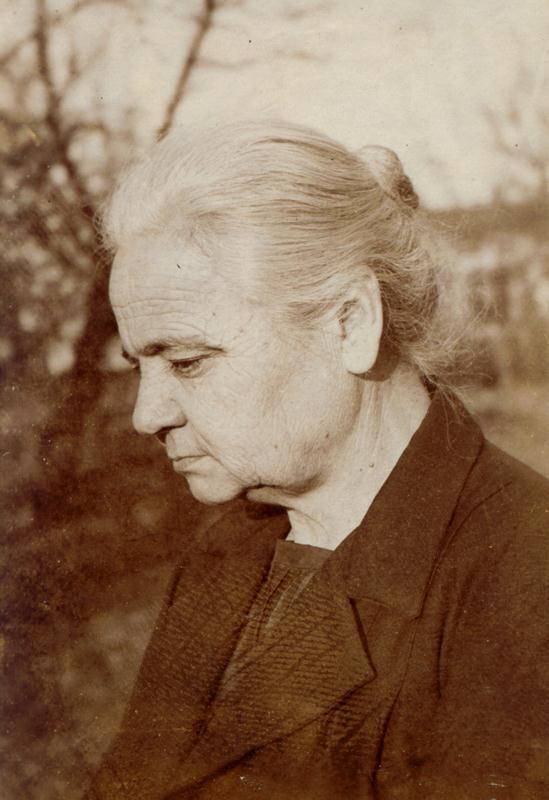 Mama lui Leon Kalustian - Iulia