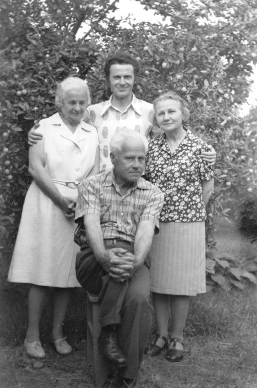 Ion Codreanu și o parte din familie