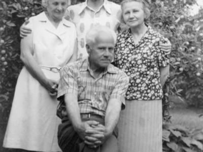 Membrii-ai-familiei-Kalustian