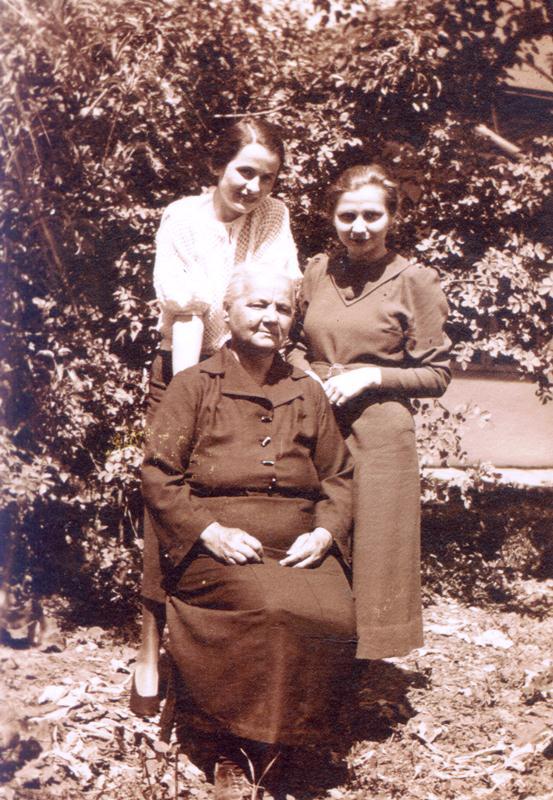 Iulia Kalustian și fiicele