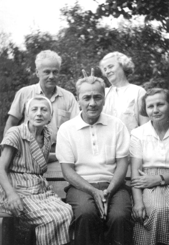 Leon Kalustian cu soția și sora sa
