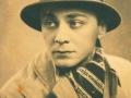 Leon Kalustian în tinerețe, cu pălărie